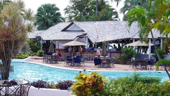 Windjammer Landing Villa Beach Resort : The main pool area and bar