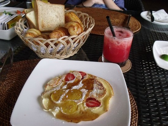 Kupu Kupu Jimbaran & Bamboo Spa by L'Occitane: Nice pancake and breads