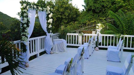 Windjammer Landing Villa Beach Resort : Villa 401's balcony decked out