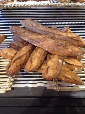 Boulangerie Victor Hugo: Real French baguettes