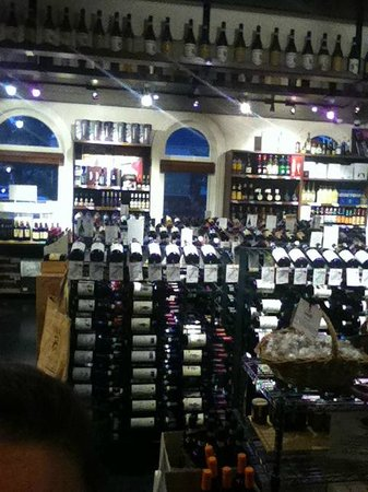 Enoteca Sileno: the retail shop within the restaurant