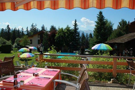 Hôtel la Prairie : Le terrasse d'été
