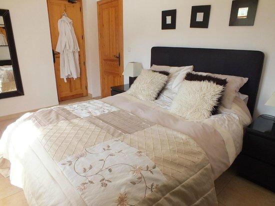 Casa Pino Solo: Kingzise Bedroom