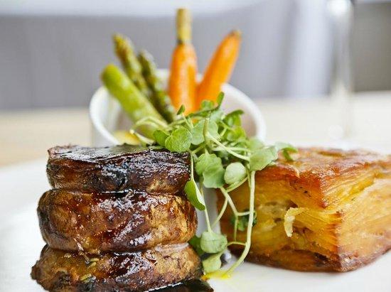 The Swan at Streatley Hotel: Lavendar roasted spring lamb in the Riverside Restaurant