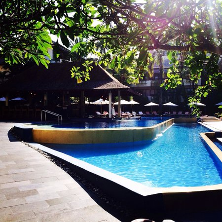 The Breezes Bali Resort & Spa : Pool bar