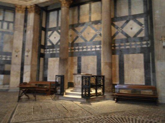 Baptistery of San Giovanni (Battistero) : interno marmi bianchi e verdi