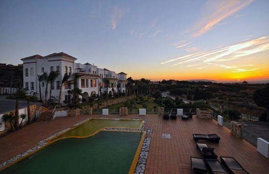 Mnar Castle Hotel Apartments: Sunset view at the Mnar Castle
