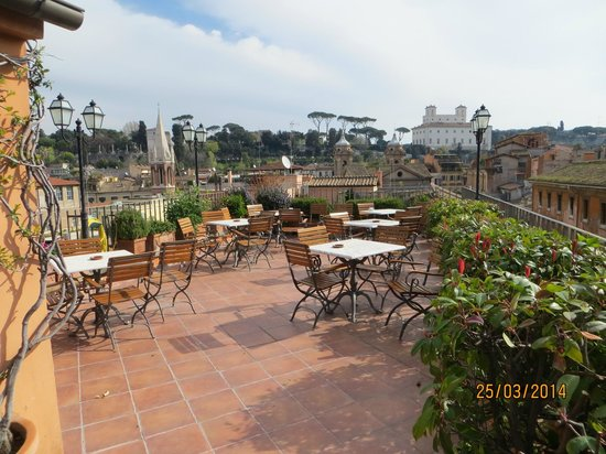 Hotel Mozart: roof terrace- view to the south-to villa borghessa & rooftops