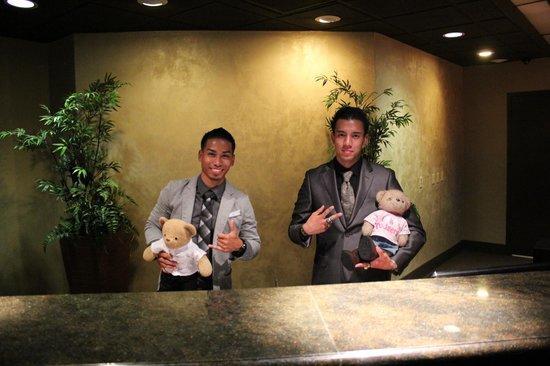 Hotel Menage : Reception Staff