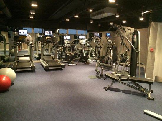 OZO Wesley Hong Kong: Gym on 2nd floor