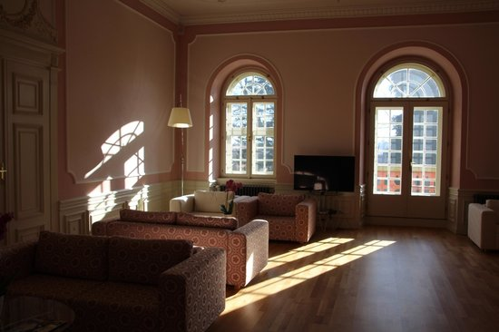 Chateau Heralec - Boutique Hotel & Spa by L'OCCITANE : One of the many lounges