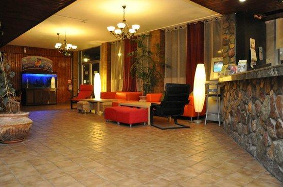 Sea Princess Motel : lobby at nigth