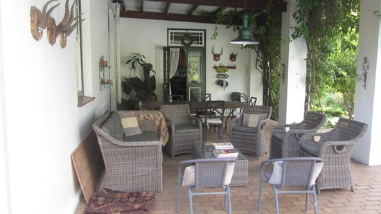 Fairview Historic Homestead : Lounge area by the pool