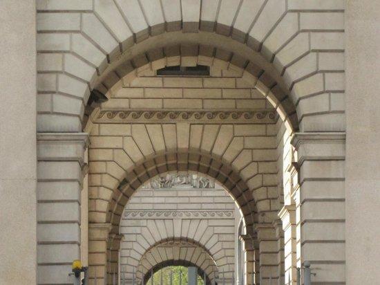 Porta Venezia : infilata d'archi