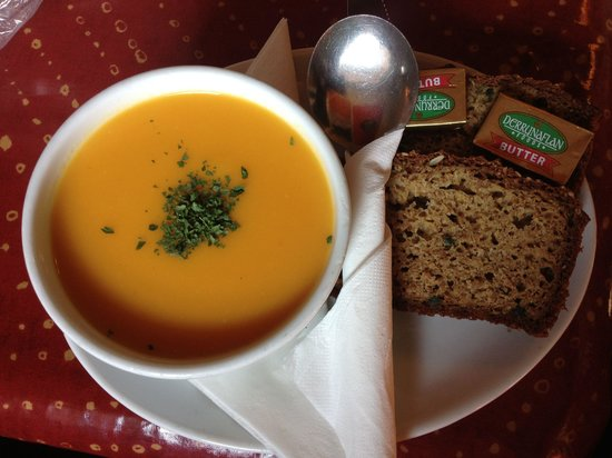 The Blind Piper: Carrot and Parsnip Soup with fantastic brown bread at The Blind Puper in Caherdaniel.