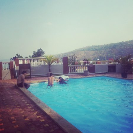 Mount View Executive, The Valley Resort: a view of d valley from d pool