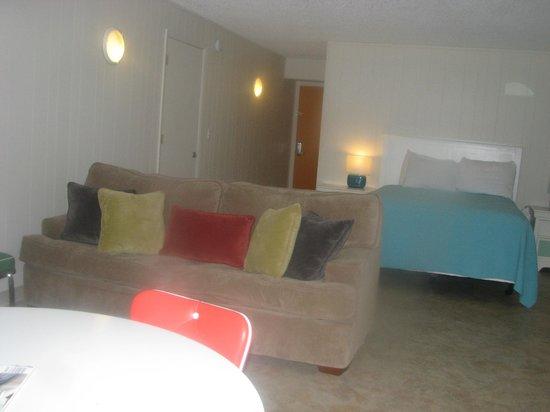 Weston's WannaB Inn: Efficiency Room in Nautilus -View 2