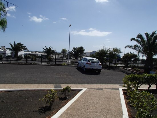 Jardines del Sol: Parking in front of our bungalow