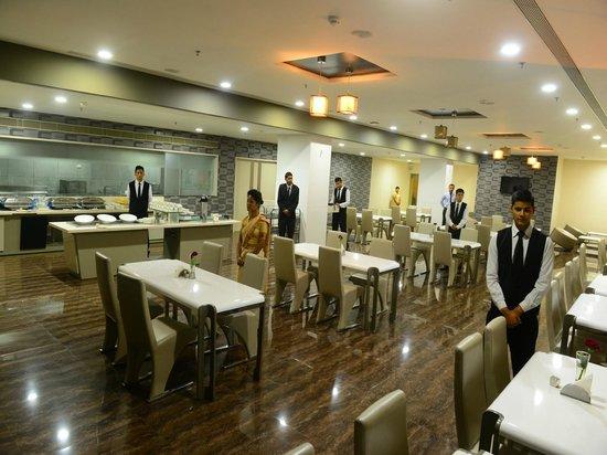 Narayani Heights: 24 Hrs Cafe