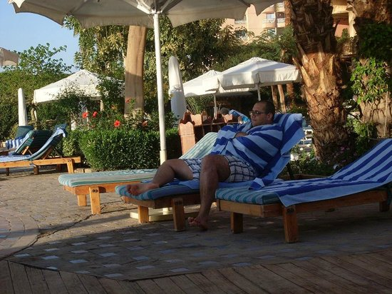 Steigenberger Nile Palace Luxor : relaxing by the pool