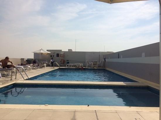 Premier Inn Dubai Investments Park Hotel: poolen