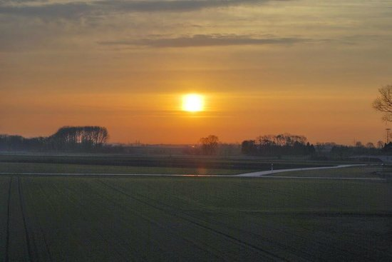 Holiday Inn Express Munich Airport: sunrise from the room