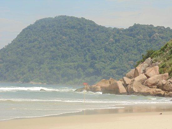 Tombo beach: morro ao lado