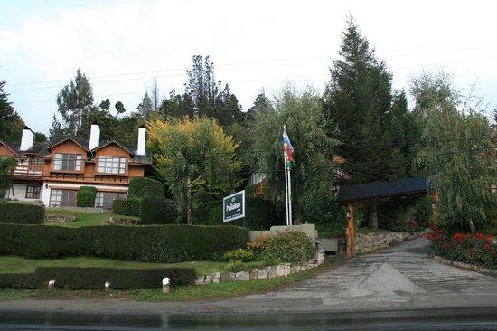 Pailahue Lodge & Cabanas: Frente del complejo