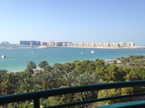 Le Meridien Mina Seyahi Beach Resort and Marina: Вид из номера 534