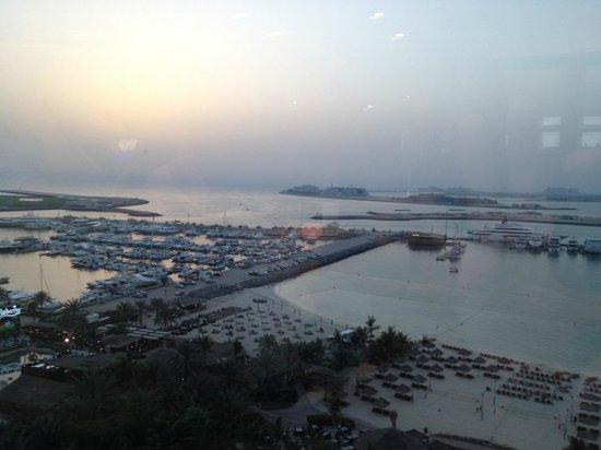 Le Meridien Mina Seyahi Beach Resort and Marina: Вид из club Lounge