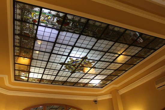 Hotel Mediodia: Detalle del techo de la recepción.