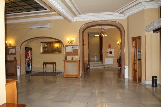 Hotel Mediodia: Lado A de la subida a las habitaciones.