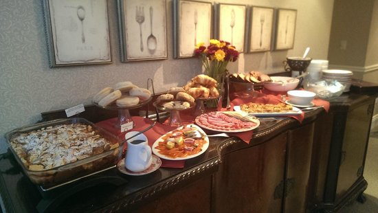 Harbour House Hotel: A normal breakfast waiting for you..