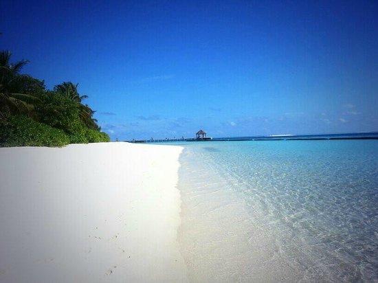 Komandoo Maldives Island Resort: Beautiful beach