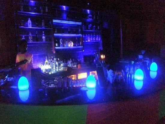Komandoo Maldives Island Resort: Bar
