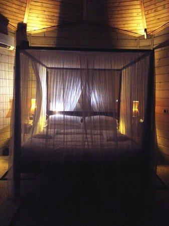 Komandoo Maldives Island Resort: Night all