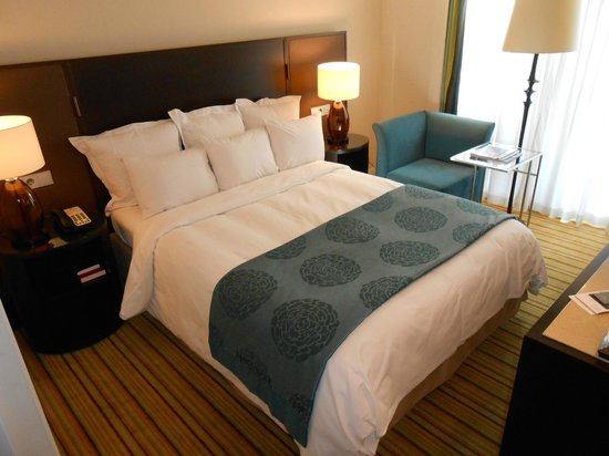 Renaissance Amsterdam Hotel: Gorgeously comfortable King bed