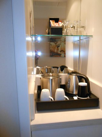 Renaissance Amsterdam Hotel: Coffee and tea service