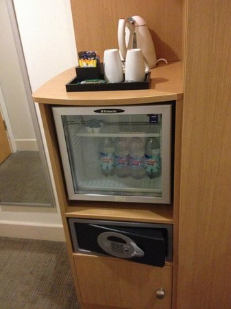 Novotel Cardiff Centre: Mini fridge/tea facilities