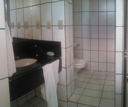 Hotel Maine: banheiro do quarto