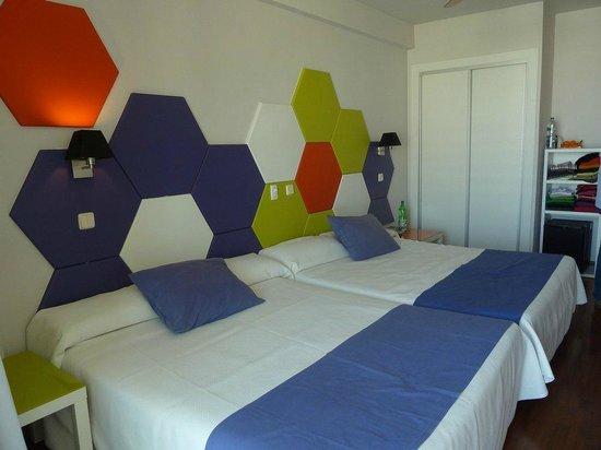 Evenia Zoraida Park : camas grandes