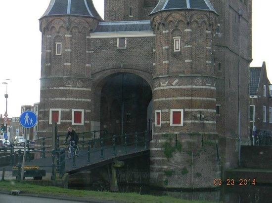 Amsterdamse Poort: front up close
