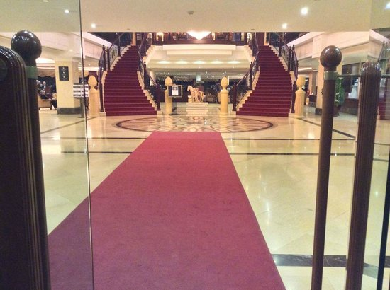 Excelsior Grand Hotel: The two stairs that greet you
