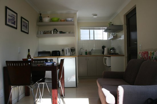Anlin Beach House: Kitchenette