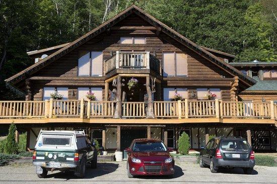 Hawk's Nest Restaurant & Pub : Outside