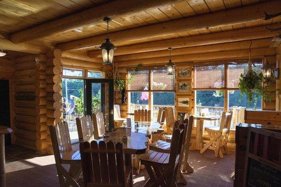 Hawk's Nest Restaurant & Pub : Restaurant