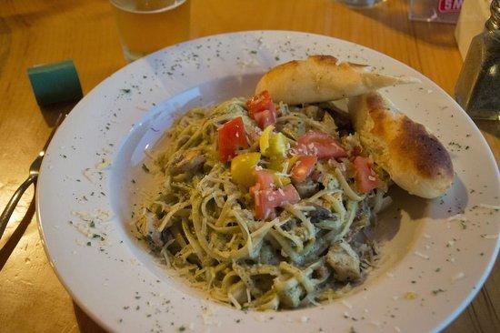 Hawk's Nest Restaurant & Pub: Tagliatelle main dish