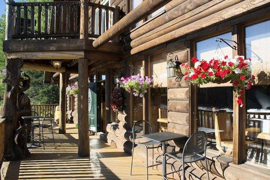 Hawk's Nest Restaurant & Pub: Veranda