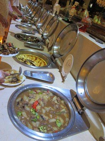 Desert Oasis Spa Hotel: Китайский шведский стол