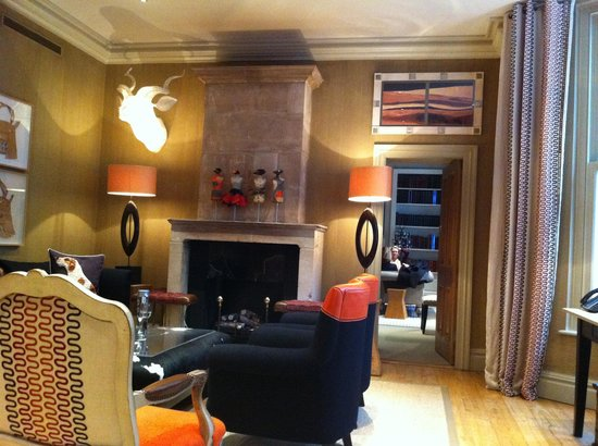 Knightsbridge Hotel: The lounge